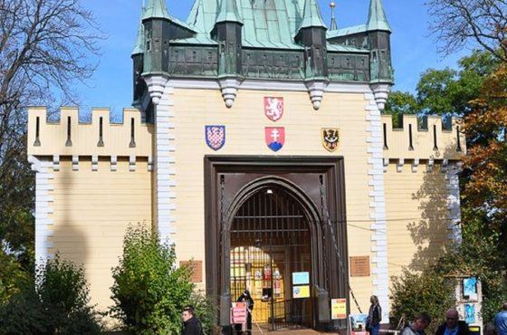 Labirynt Luster, Praga 1